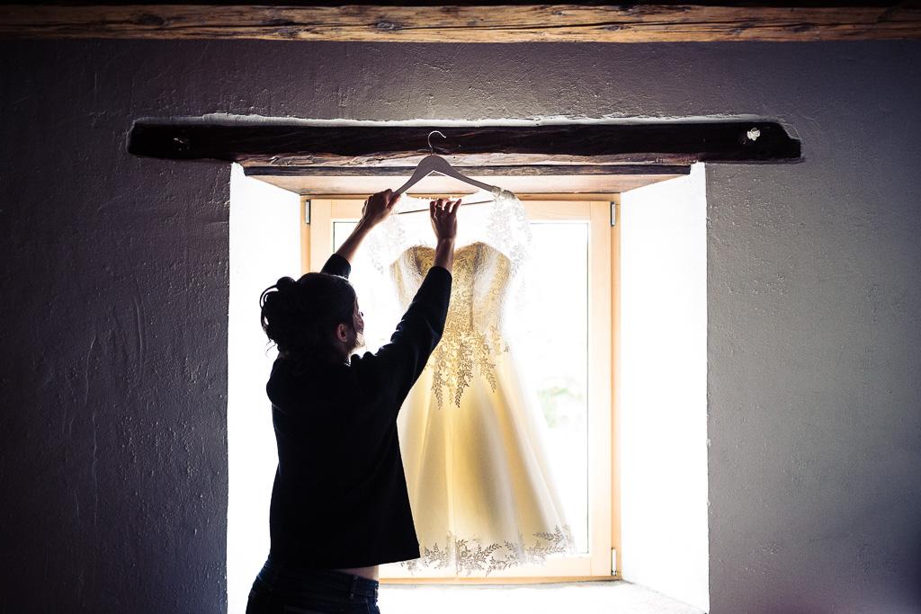 La Mariée décroche sa robe
