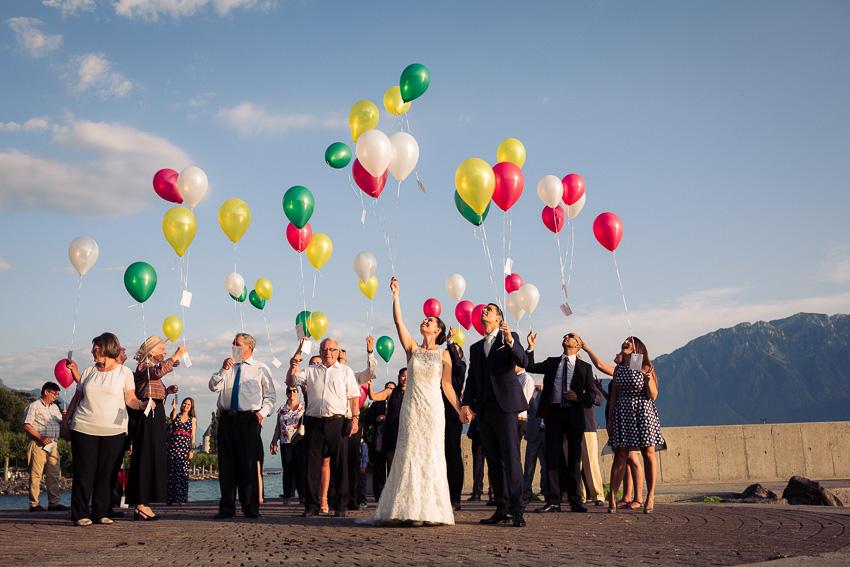 Un lâcher de ballons au bord du lac Léman