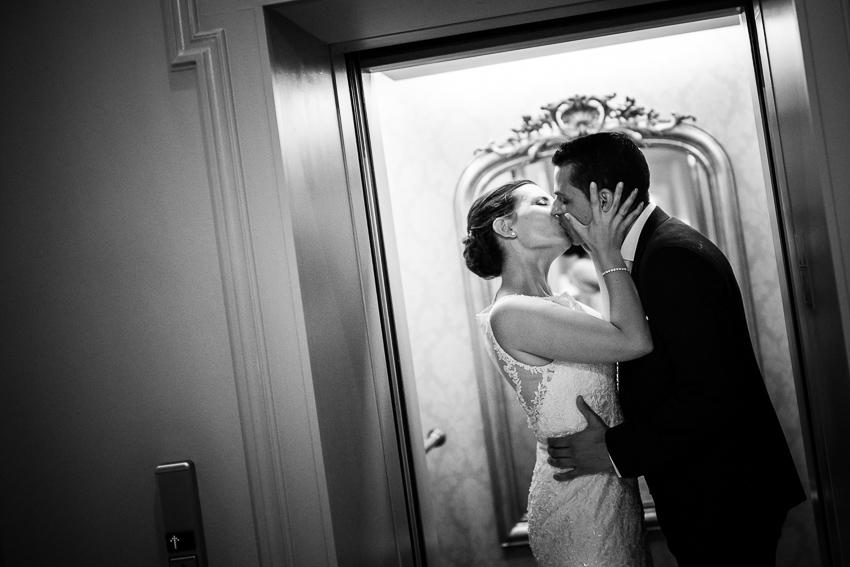 Les Mariés dans l'ascenseur