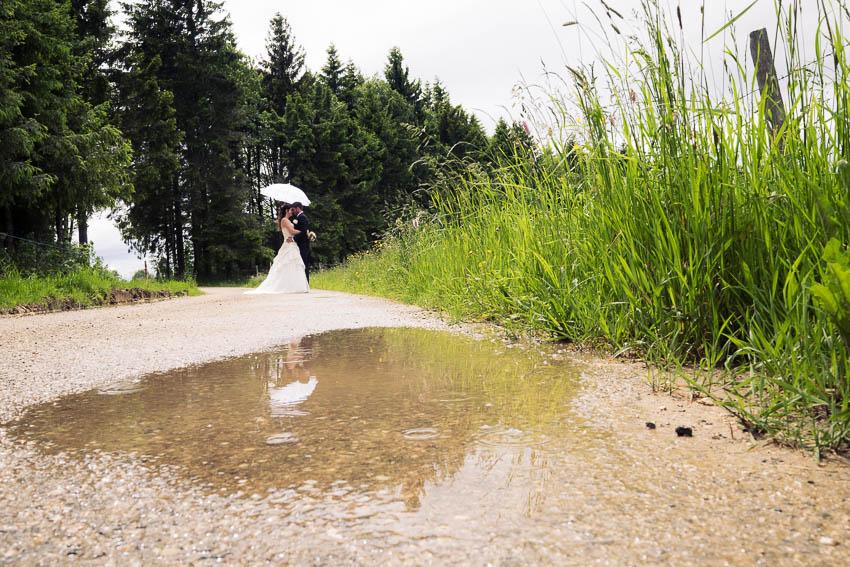 photographe mariage dans le jura sous la pluie