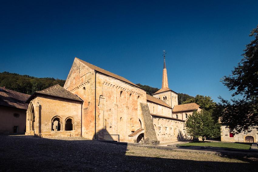 l'abbatiale de Romainmotier dans le canton de Vaud