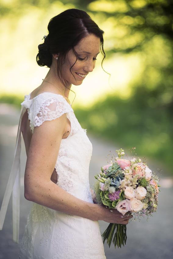 Portrait de la Mariée avec son bouquet